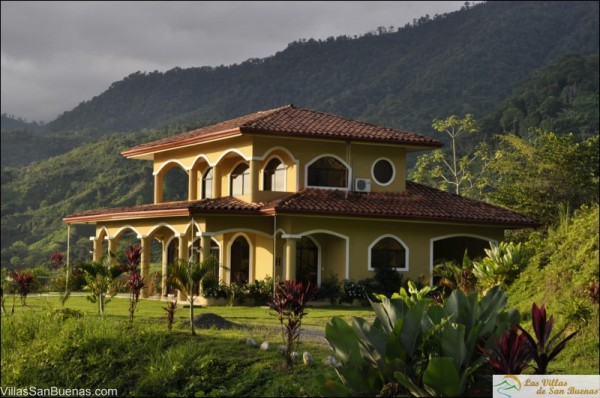 Costa Rica homes for rent sun illuminating